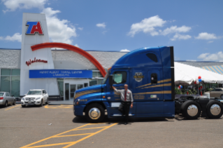 Freightliner Team Run Smart Pros Named Citizen Driver Award Winners